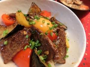 男子ごはんの特製タレのピリ辛カルビ丼