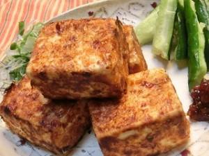 おかずのクッキングの豆腐のおかか焼き たっぷり薬味のせ